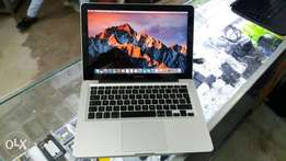 macbook pro 2011.Intel corei7.6gb ram.500gb ssd.5hrs battery