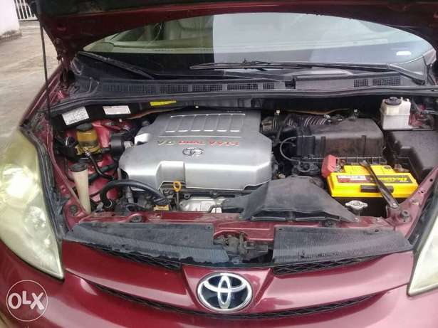 XLE Edition Nig.Used Toyota Sienna 2009 Model In Excellent Condition Lekki - image 7