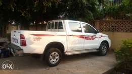 Very clean Toyota hilux in perfect working condition for sale