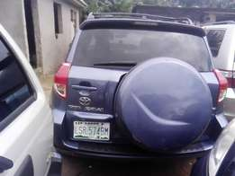 neatly Nigerian used 2007 Toyota RAV4 with a sweet sound engine