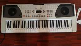 ARK-558 54-key electronic organ in great condition
