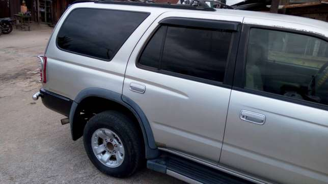 Clean Toyota 4 runner 1999 model for sale. Ethiope East - image 5