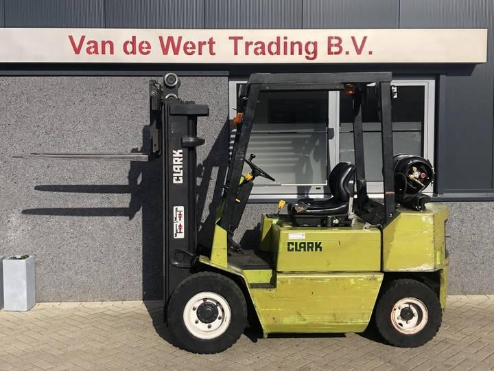 heftruck CLARK GPM25 triplo425 freelift 1992  8000uur LPG - 1990