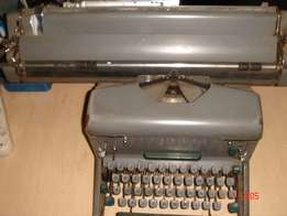 Type Writer IMPERIAL 66-Vintage , Made in Leicester England