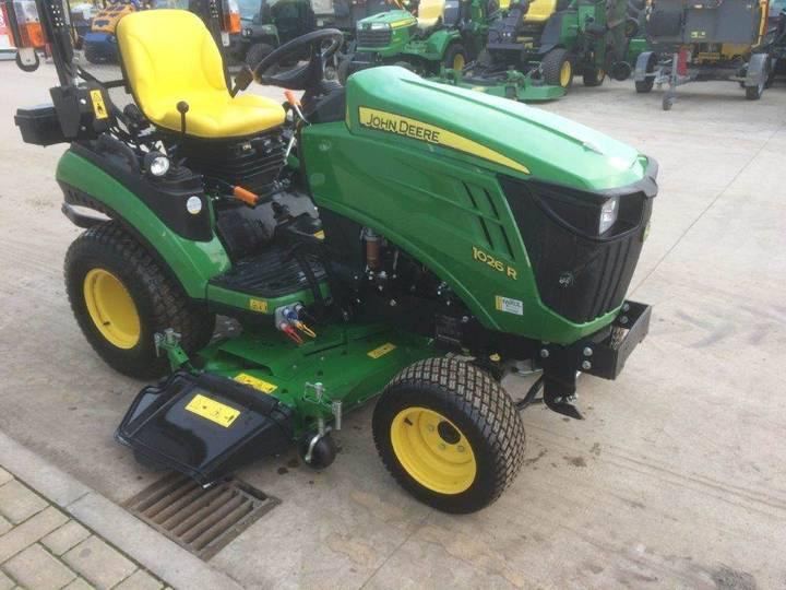 John Deere 1026r Sub Compact Tractor - image 3