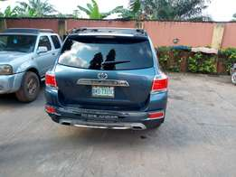 Hardly used 2013 model Toyota Highlander full option limited edition .