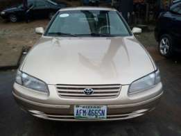 Super Clean Nigerian used Toyota Camry tiny light