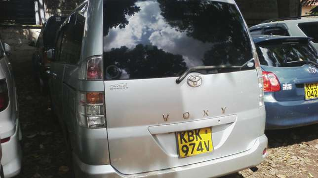 Very clean Toyota Voxy, ksh 600,000. Year 2003. Parklands - image 5