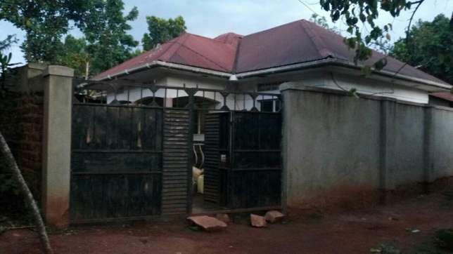 Three bedroom House on sale in Gayaza town at 45m Kampala - image 2