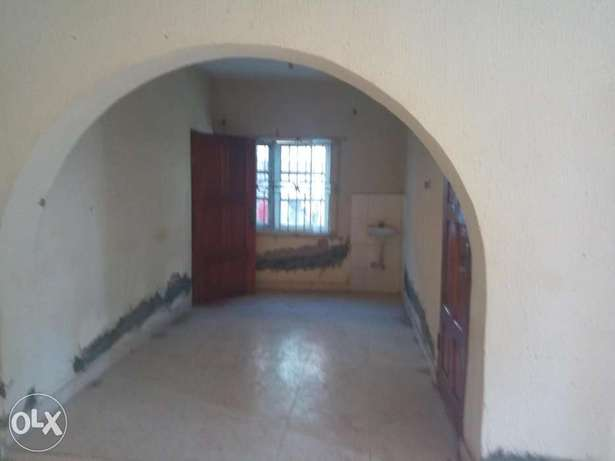 Spacious 3bedroom flat 250k with 4 toilets at igando Alimosho - image 3