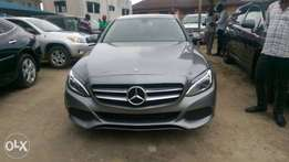 Super clean c300 mercedes-benz 2016