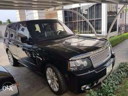 Very Clean 2012 Range Rover Vogue. 18,000km.