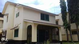 3 bedroom house own compound with 2 bedroom guestwing and Sq