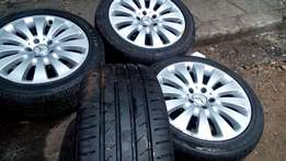 Set Mercedes 17 inches mag wheels with Tyres for sell