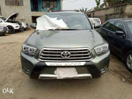 Few months used Toyota Highlander 08 upgraded to 012
