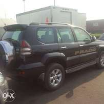 Very clean and sharp 2007 land cruiser Prado for urgent sale.