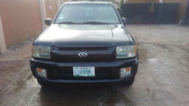 Check this Nissan infinity QX4 out a/c auto drive leather seat alloy Ikeja - image 2