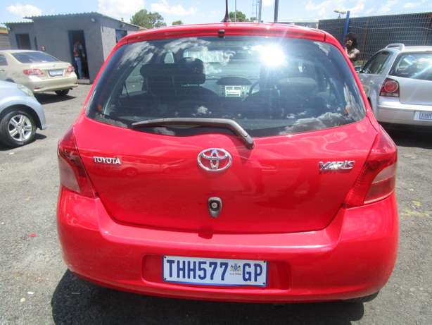 Toyota Yaris T3 H/B A/T 2007 model with 5 doors Johannesburg - image 5