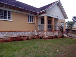 New york style 3 bedroom stand alone house in Seeta at 600k
