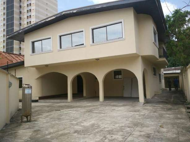 A fantastic and unique 4 bedrm semi-detached to let at Parkview Estate Ikoyi - image 1