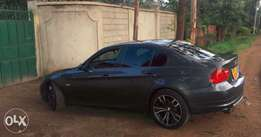 """BMW 320i fully loaded(Music,18""""rims,leather seats,dual exhaust,coded"""