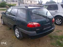 Xcellent and sharp tokunbo Toyota avensis blue 2001