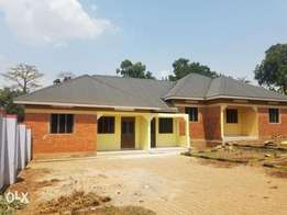 A tiled 2bedroomed house for rent in kyanja at 500k