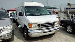 Regd 2004 Ford E-350 Super Duty 16 Passenger Van With 25 Inch TV.