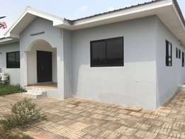 House for sale at Tema com 25 dervtraco