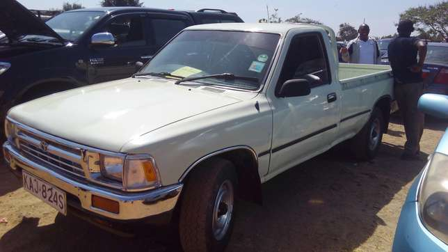 Toyota hilux for quick sale Pangani - image 5