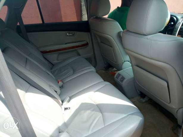 Very clean less than a year registered lexus rx330 Asaba - image 8
