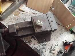large engineers bench& milling vices in excellent working order
