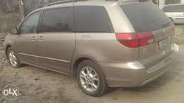 First body Sienna 2005