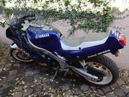 Yamaha FZR1000 Genesis motorbike. Excellent condition, low kms.