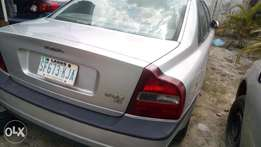 Very very sound and sharp Volvo S80 with factory fitted AC
