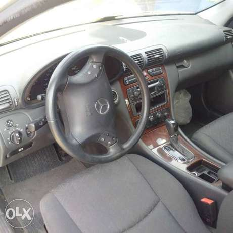 A super clean accident free toks 2003 Mercedes Benz C180 for sale Ikeja - image 2