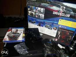 Few months old, PS4 console + complete accessories + 3 game cds