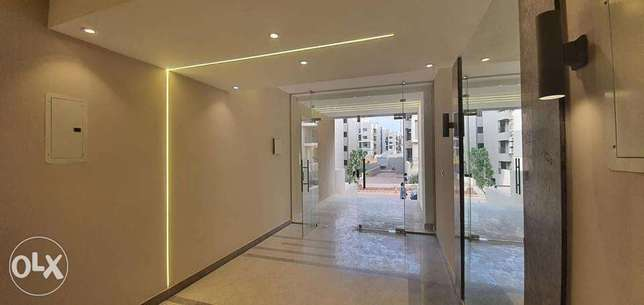 Own a penthouse in Fifth Square without over امتلك بنتهاوس في فيفث