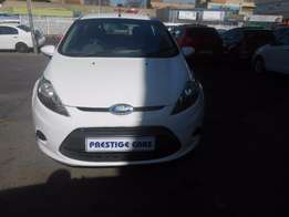 ford fiesta 1.4 hb 2011 model millage 80000 white colour