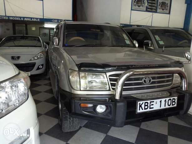 Very clean silver Toyota Land Cruiser KBE for sale at Mombasa Island Mombasa Island - image 4
