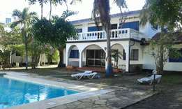 Elegant 4bdrm mantionate with pool,in a gated community in nyali