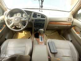 Neat First body Nissan pathfinder 2004 within clean leather interior