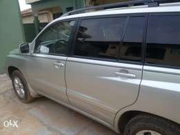 My super clean Toyota highlander 03 used urgently for sale