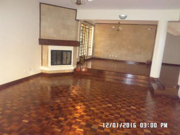 A 6 bed, all en-suite with 2 SQs for rent in Lavington Green. Lavington - image 3