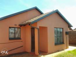 House for sale in protea glen ext 4