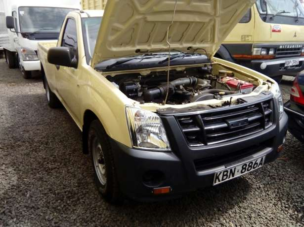 Isuzu d-max 2011 Model In Immaculate Condition Karen - image 4