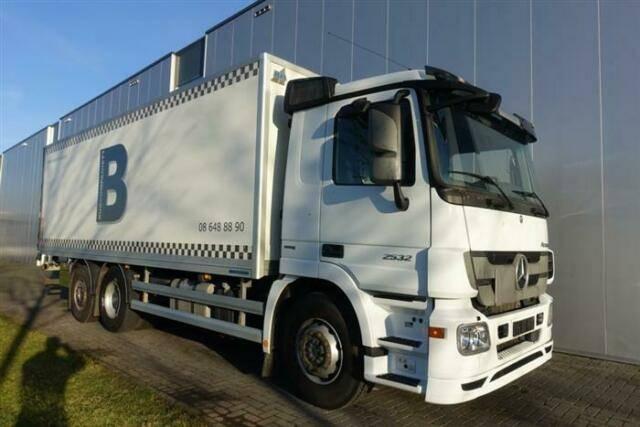 Mercedes-Benz ACTROS 2532 6X2 BOX DAY CABIN EURO 5 - 2011