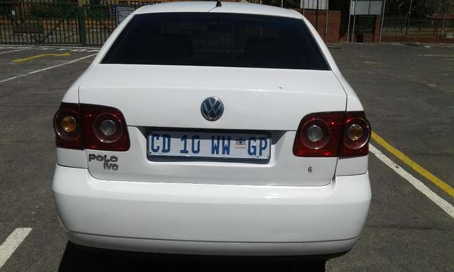 Polo 1.6 very clean and low mileage Johannesburg CBD - image 1