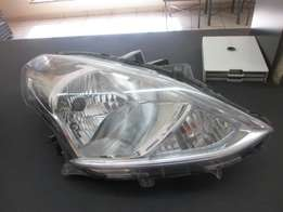 2015 Nissan Almera right front headlight