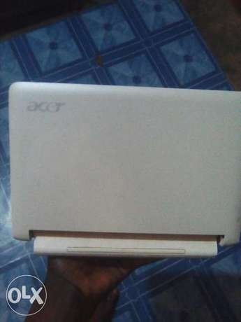 Clean acer laptop for sale or swap with phone Osogbo - image 2